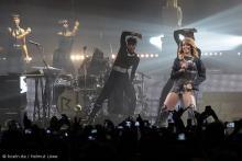 Rihanna, von Tänzern umgeben. (Foto: Helmut Löwe)