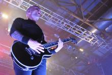 Zach Blair: braucht viel Platz auf der Bühne. (Foto: Helmut Löwe)