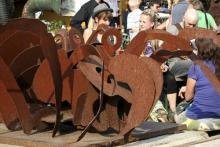 Eine von vielen Skulturen, die die Ehrenfelder Kultureinrichtung Odonien schmücken. (Foto: Fabian Schmelcher)