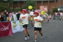 Mit ungewöhnlichen Outfits Mit ungewöhnlichen Outfits gingen 2009 einige der 1200 Läufer an den Start (Foto: Fabian Radix)