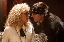 Tom Cruise als Stacee Jaxx und Malin Akerman als Constance Sack (Foto: Warner Bros.)