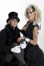 "Die Rocky Horror Show: Begleiter des ""sweet Transvestite from Transsexual Transylvania"". (Foto: Hugo Glendinning)"