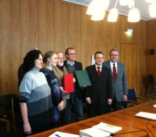 Unterzeichneten den Koalitionsvertrag: Barbara Moritz, Jörg Frank (verdeckt), Katharina Dröge, Stefan Peil (alle Grüne), Jochen Ott, Martin Börschel, Michael Zimmermann (alle SPD).