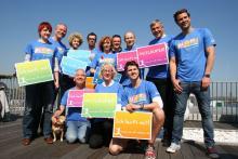 """Elfi Scho-Antwerpes (vorne, Mitte) und TV-Serien-Stars werben für den   """"Run of Colours"""". (Foto: Jürgen Schön)"""