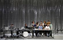"""""""Das Sausen der Welt"""": Eine """"Raumeroberung"""" mit Worten, Musik und Bewegung begeistert bei der Uraufführung das Publikum. @ Klaus Lefebvre / Schauspiel Köln"""