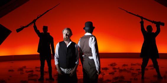 Der amerikanische Bürgerkrieg eröffnet den Brüdern Emanuel (Torsten Ranft, l.) und Mayer Lehman (Ahad Mesgarh) neue Geschäftsmöglichkeiten. @ Tommy Hetzel/Schauspiel