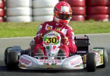 Michael Schumacher: Auf seiner Kartbahn dreht die Formel 1- Legende hin und wieder selbst eine Runde (Bild: ddp)
