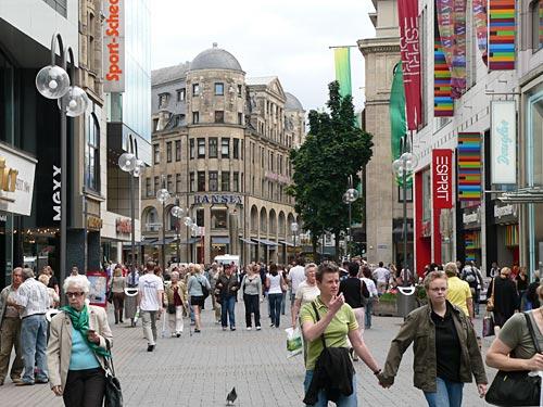 Wichtige Kölner Einkaufsstraße: Fußgängerzone Schildergasse. (Foto: Helmut Löwe)