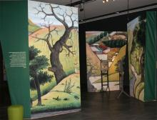 Außergewöhnlich präsentiert sich auch die Ausstellungsarchitektur. (Foto: Jürgen Schön)