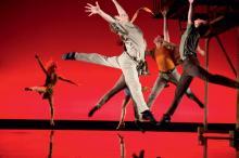 Sprünge, Drehungen und Kicks sind wesentliche Elemente der Original-Choreografie. (Foto: BB Promotion)
