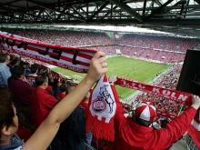 Riesenstimmung Bei Spielen der Geißbockelf strömen die Fans ins Stadion (Foto: Kölner Sportstätten GmbH)