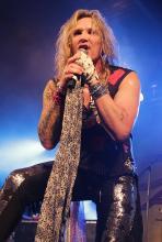 Michael Starr: singen ist nicht alles, gut aussehen gehört auch zum Rockstardasein. (Foto: Helmut Löwe)