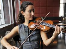 Die Violinistin Susanna Yoko Henkel spielt eine Stradivari-Violine aus dem Jahr 1710. (Foto: ddp)