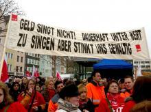 Demonstranten am Mittwochmorgen auf dem Heumarkt in Köln. (Foto: Marina Grawitz)