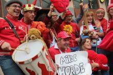 """""""Keine Aggression – sonst gibt's was auf die Schnauze"""": Die Stunker wollen in dieser Session nur """"milde"""" Fußballfans. Foto: Jürgen Schön"""