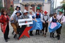 Kölsche im Bayernlook: Das Ensemble der Stunksitzung. (Foto: Helmut Löwe)