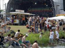 Entspannte Festival-Atmosphäre am Fühlinger See.