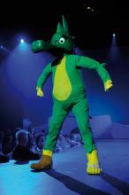 Der kleine Drache Tabaluga verabschiedet sich in Köln vor großem Publikum.