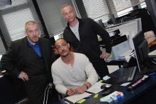 Freddy Schenk (li.) und Max Ballauf mit ihrem neuen Assistenten Tobias Reisser (mi.): Die Schauspieler Dietmar Bär, Patrick Abozen und Klaus J. Behrendt (v.l.n.r.) bei den Dreharbeiten zum neuen Tatort. (Foto: Helmut Löwe)