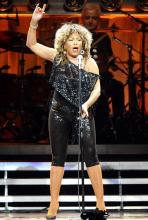 Fast 70 und noch voller Power: Tina lieferte knapp zweieinhalb Stunden Musik und Show. (Foto: ddp)
