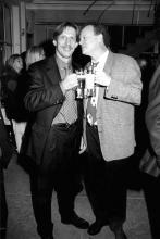 Auf ein Bier mit Christoph Daum: ZDF-Reporter Rolf Töpperwien mit dem Trainer 1997 (Foto: red)