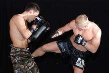 Peter Sobotta (li.) und Dennis Siver: Deutsche Kämpfer demonstrieren MMA (Foto: Helmut Löwe)