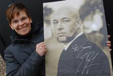 Sanny aus Wattenscheid freut sich riesig über ihr Autogramm mit Widmung. (Foto: Helmut Löwe)