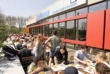 Im Sommer besonders beliebt: Die Außenterrasse der Unimensa. (Foto: Universität Köln)