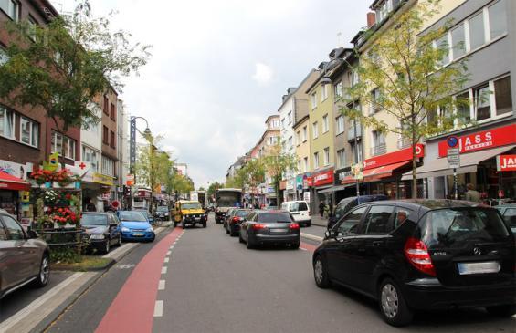 Am Sonntag ist die Venloer Straße für Autos tabu. Foto: Jürgen Schön