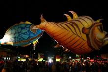 Riesige Helium-Fische der Plasticiens Volants (Bild: SK Stiftung Kultur)