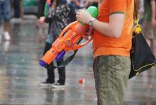 Mit der Wasserpistole auf der Jagd (Bild: Christian Rentrop)