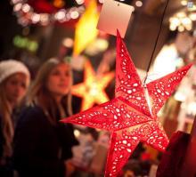 Einkaufen für die Liebsten auf Kölns Weihnachtsmärkten. (Foto: Christopher Adolph)