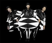 Mitreißende Musik und bunte Kostüme bei WhomadeWho (Bild: cologne on pop GmbH)