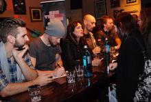 Mit den Fans auf Tuchfühlung: Within Temptation bei der Autogrammstunde. (Foto: Helmut Löwe)
