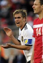 Philipp Lahm: Der Kapitän treibt sein Team an. (Foto: ddp)