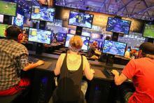 Zock-Fabrik: Der Blizzard-Stand auf der Gamescom 2014 Foto: Hardt