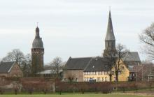 Juddeturm, Schloss Friedestrom und St. Martinus-Kirche. (Foto: Olav Lahme)