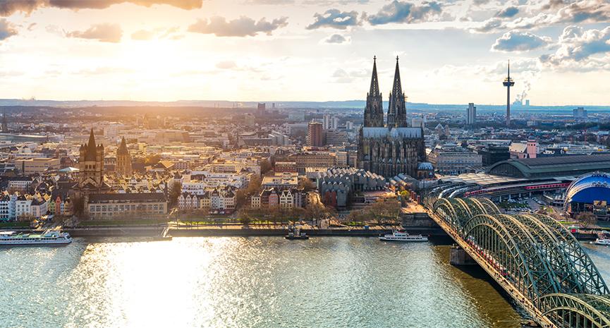 Speziell in der Altstadt von Köln können Immobilienverkäufer einen äußerst hohen Preis erzielen. Quelle: Simon | Fotolia