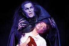 tanz-der-vampire-foto-01-credit-stage-entertainment-225.jpg